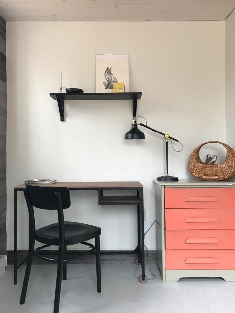 Single bedroom writing area.